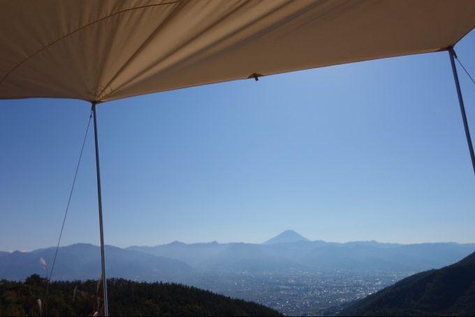 ほったらかしキャンプ場の小屋サイトから見る富士山