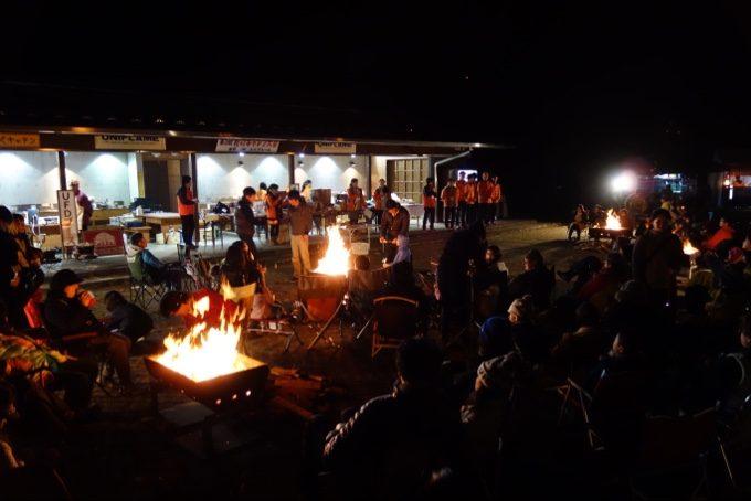 秋のキャンプ大会の焚き火
