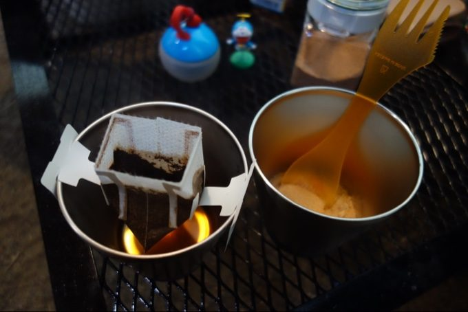キャンプの朝はコーヒーとレモンティー