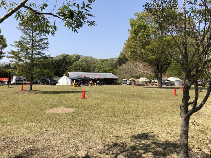 春のキャンプ大会の会場設営中