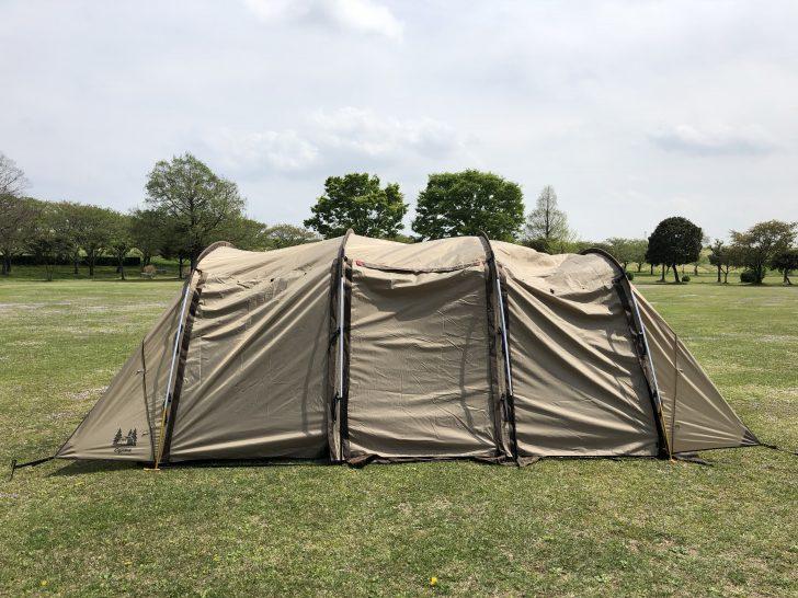 アーチ型テント「アポロン」の設営途中