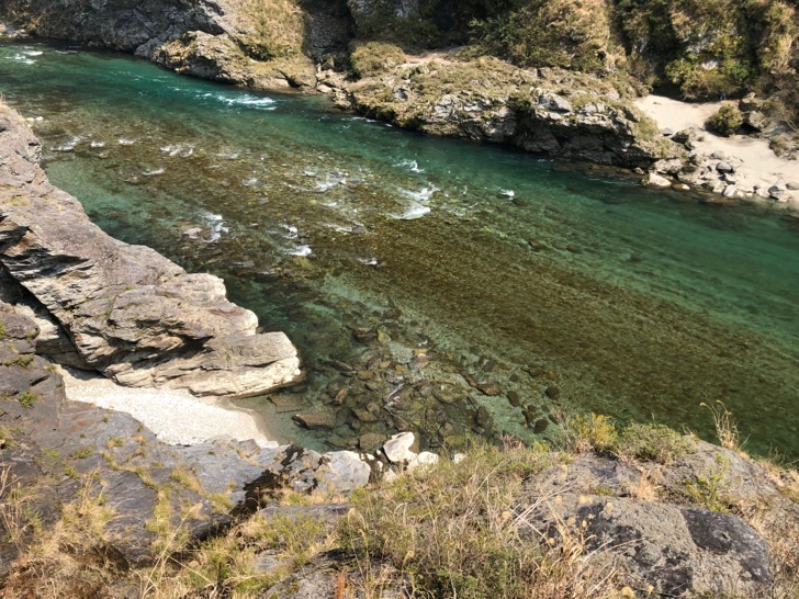 小歩危峡の下流で藻に滑って全身藻だらけ