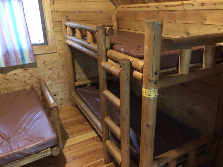 カントリーキャビン語らいの2段ベッド