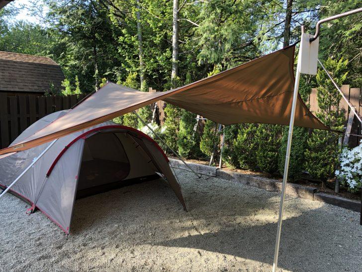ドーム型テントとヘキサタープを二股ポールで連結
