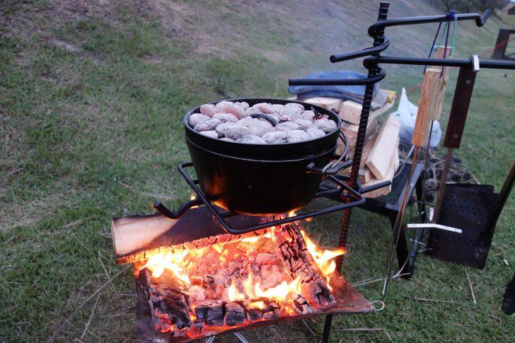 熾火と炭火でローストチキン作り