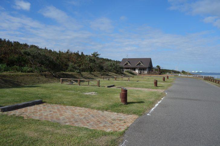 晴れた日の紫雲寺記念公園オートキャンプ場