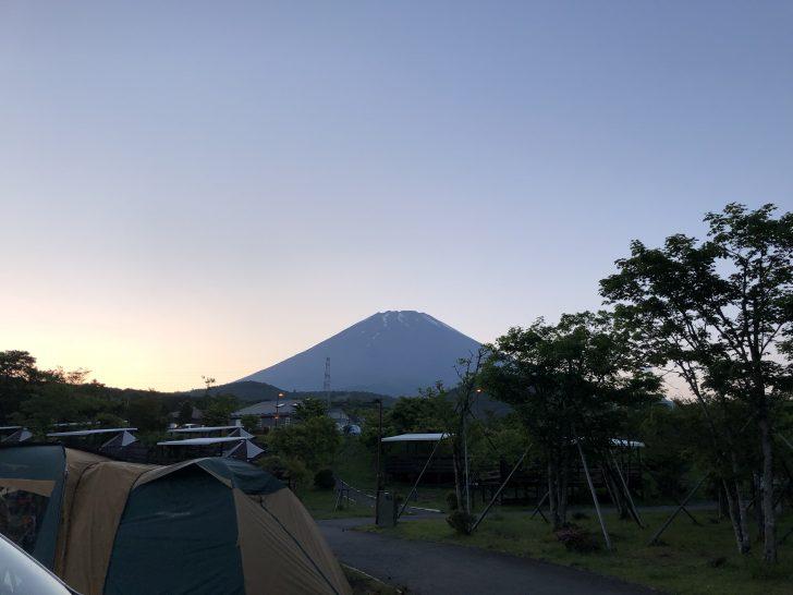 夕方には雲がなくなりキレイな富士山がドーン