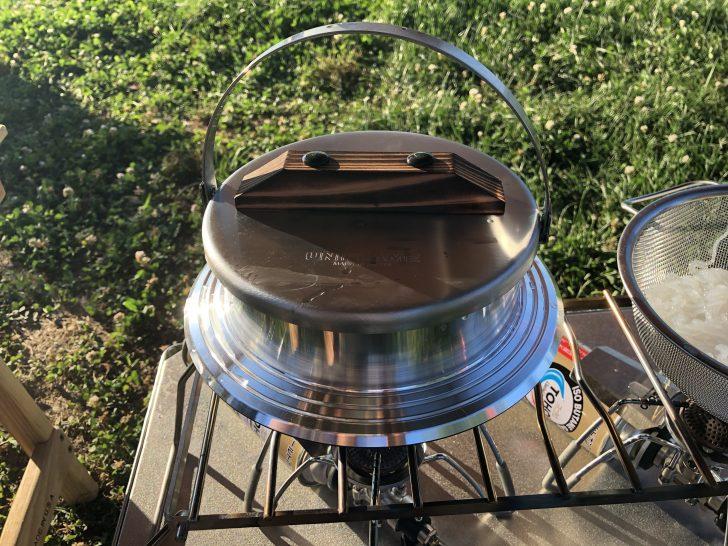 ユニフレームのキャンプ羽釜でご飯を炊く