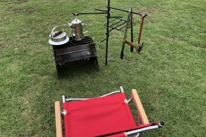 無料レンタル品の薪グリルとキャンプ羽釜