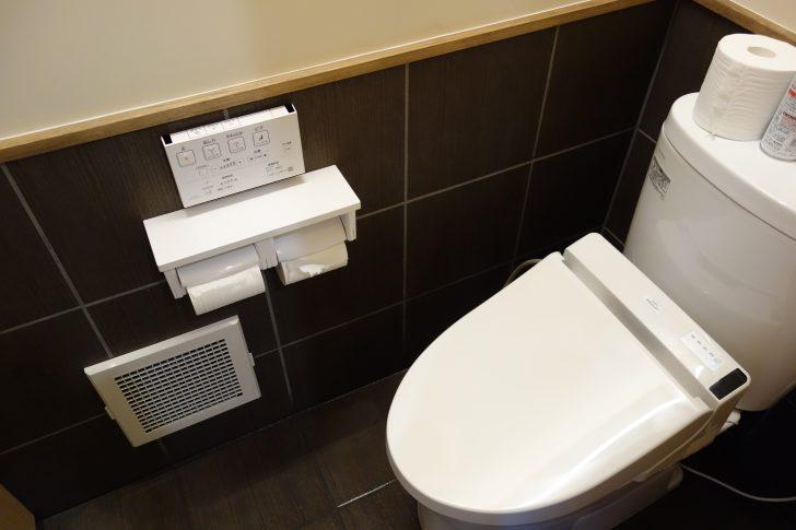 管理棟のトイレはウォシュレット付き