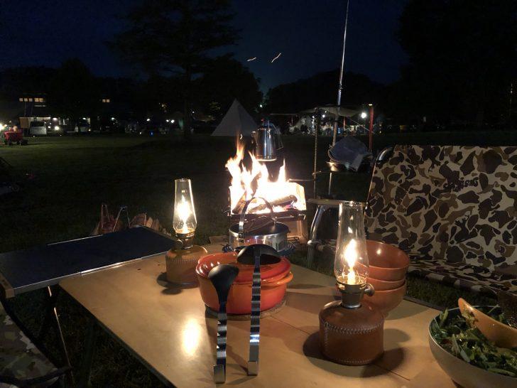 薪グリルでお湯を沸かしながら夜ご飯