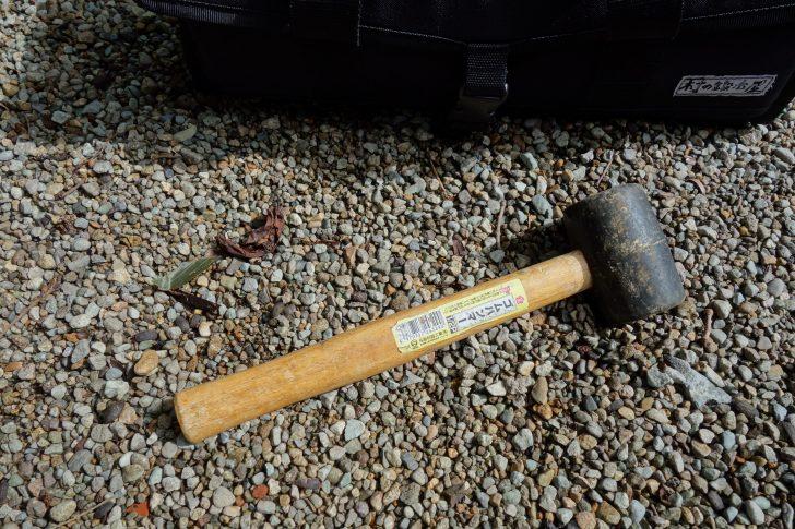 ファミリーキャンプで意外と役立つゴムハンマー
