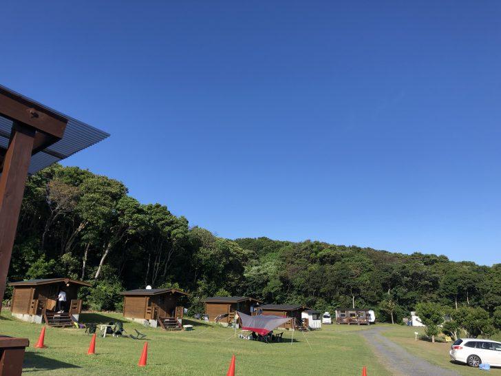志摩オートキャンプ場のバンガロー群
