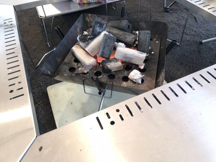焚き火台を囲むジカロテーブルがかなり使いやすい