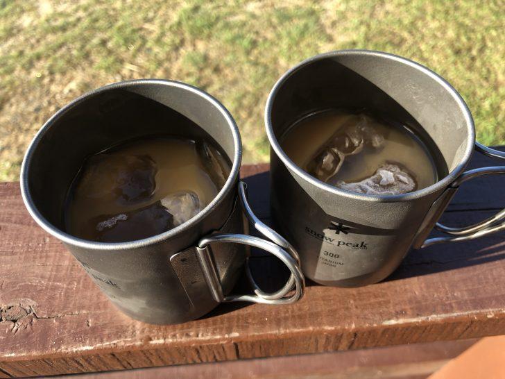 海キャンプが暑すぎて朝コーヒーはアイスで