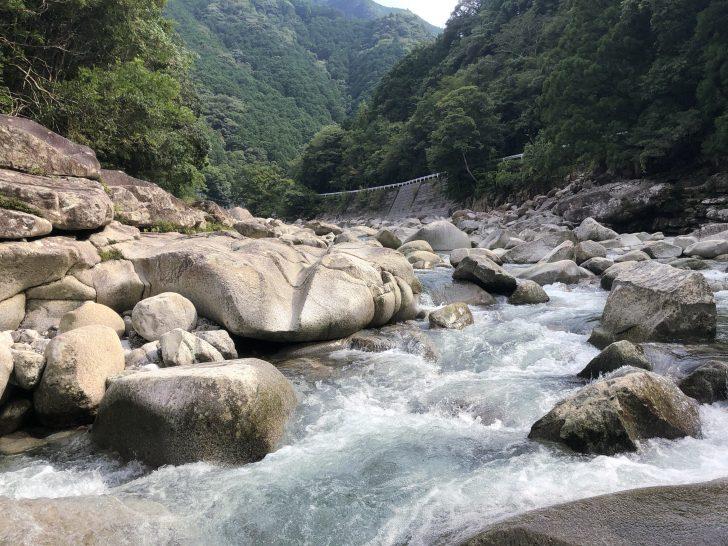 魚飛渓周辺には急な流れも多い