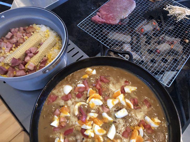 焼きチーズカレーとトウモロコシご飯