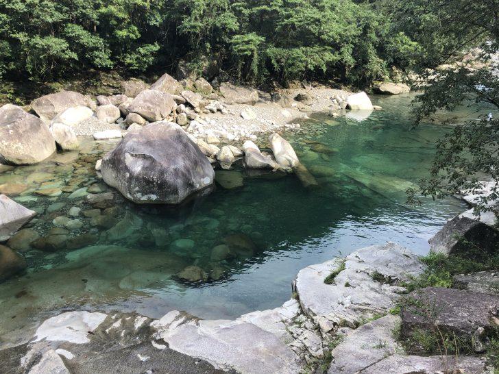 魚飛渓に向かう途中で銚子川のキレイさに感動