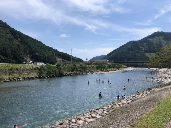キャンプinn海山に前にある銚子川