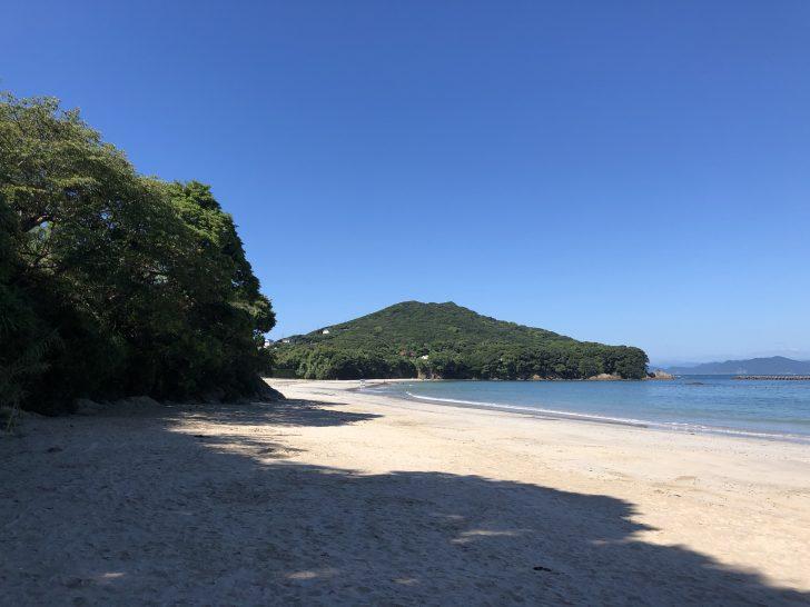 御座白浜海水浴場は日陰もあって砂浜もキレイ