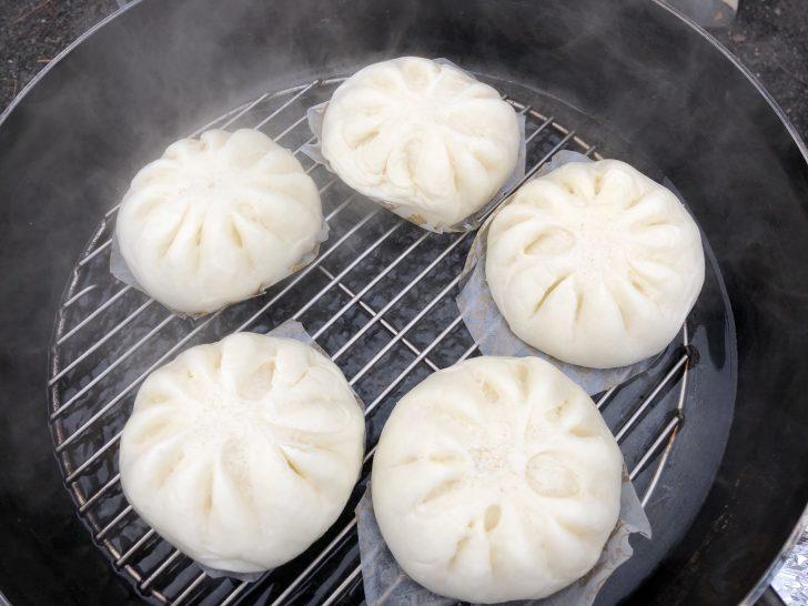 ダッチオーブンハーフで肉まんを蒸かす