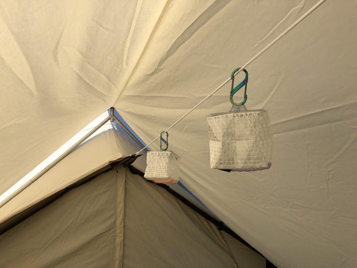 ogawaソーラーパフミニをタープに吊り下げる