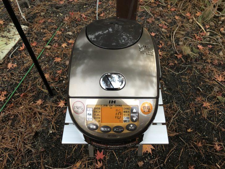 電源付きサイトならキャンプ場で炊飯器が使える