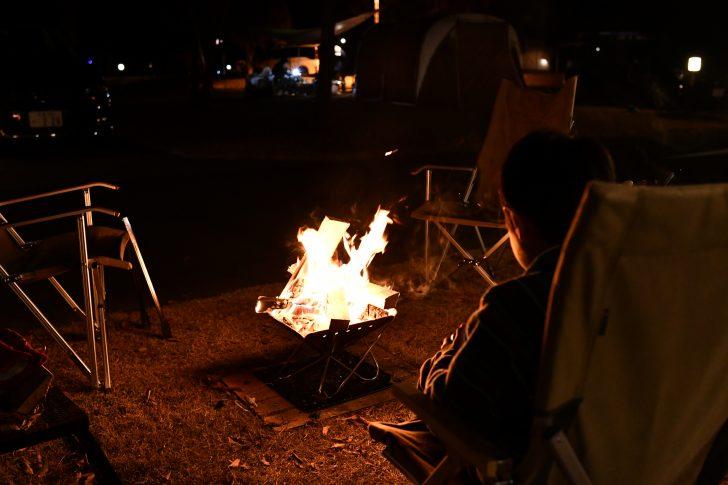 焚き火を囲んでスマッシュブラザーズ祭り