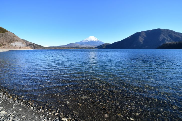 本栖湖の透明度は高くて透き通っている