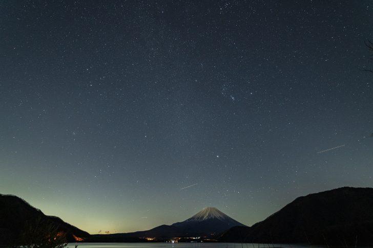 富士山周辺は飛行機が飛び交う交通の要衝