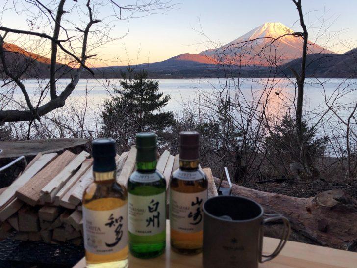 富士山と本栖湖をバックに飲み比べ