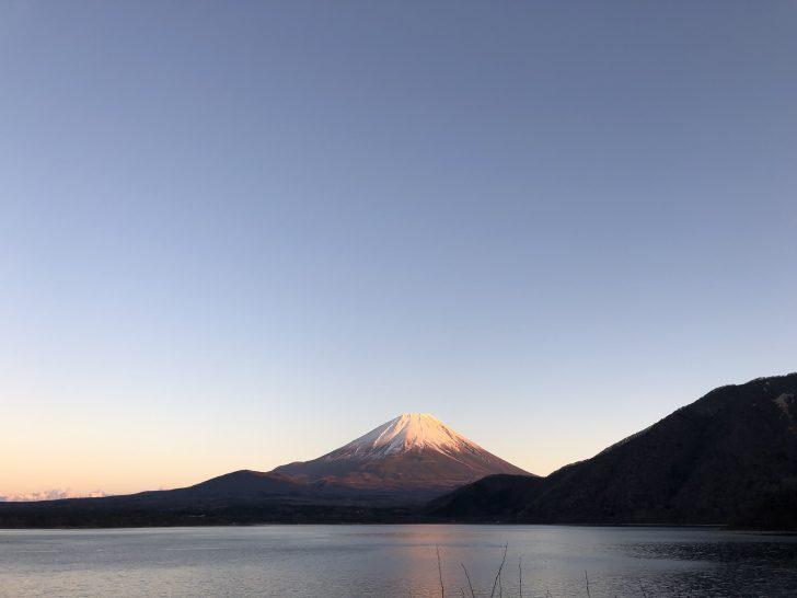本栖湖の浩庵キャンプ場から眺める赤富士