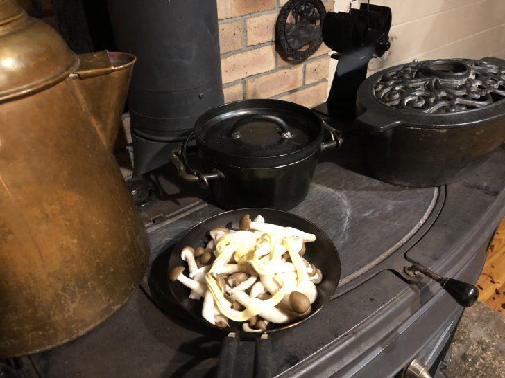 薪ストーブ「アンコール」でバターソテーとロースト野菜作り