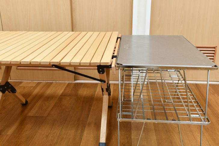 フィールドラック2段重ねとロールトップテーブルは高さがほぼ同じ