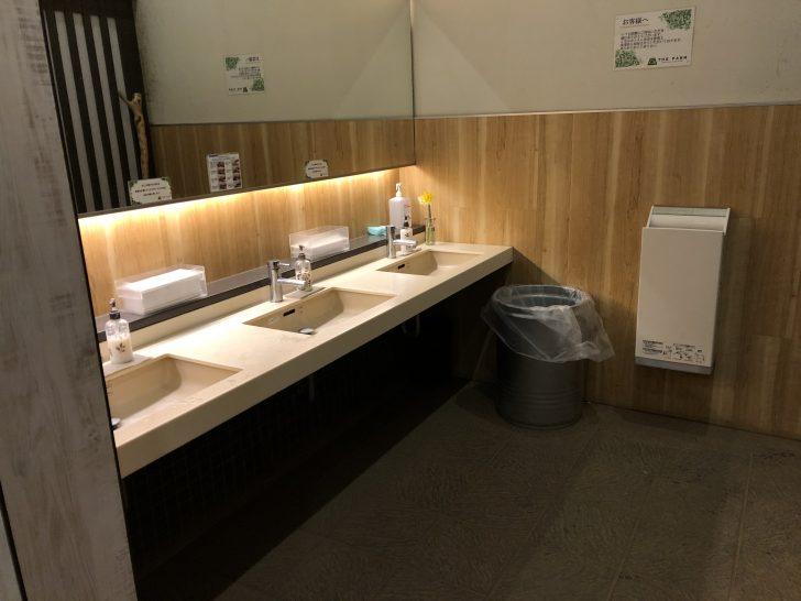 THE FARMのトイレは高規格らしい清潔さ