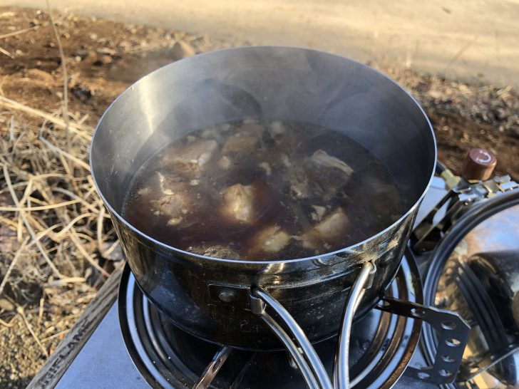自宅で作ってきた角煮で朝ご飯