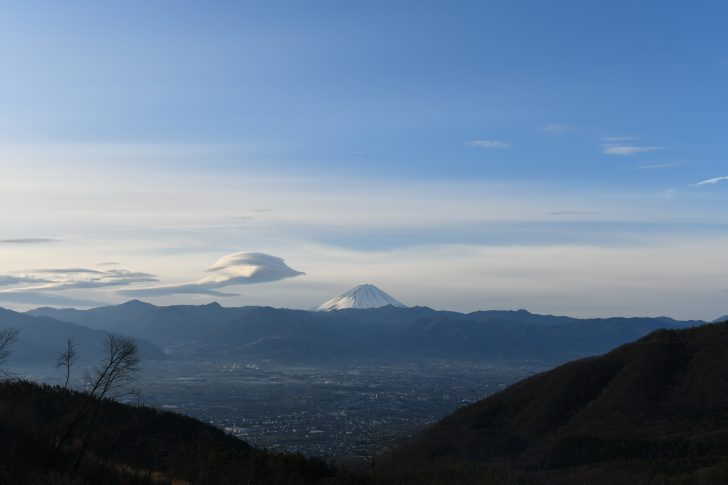 富士山の東に見えたつるし雲