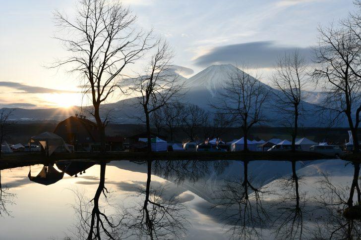 ふもとっぱらの池に反射する富士山がとにかく美しい