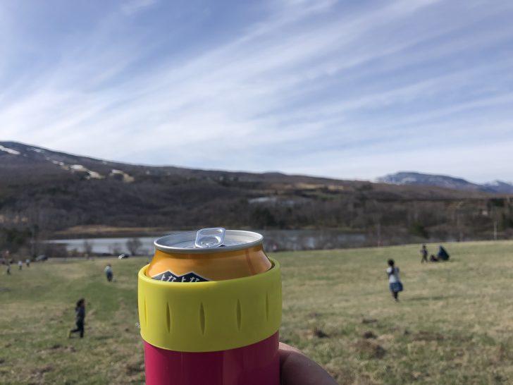 無印良品カンパーニャ嬬恋で広い草原とバラギ湖を眺める