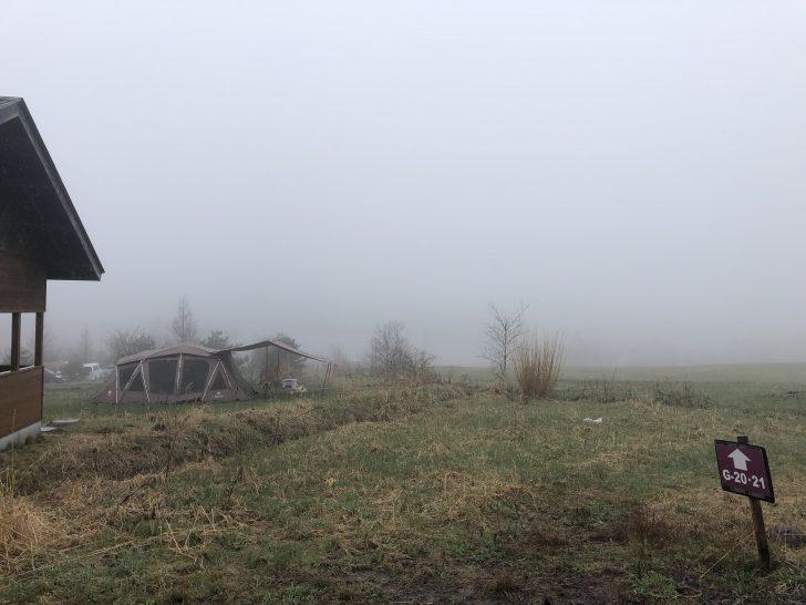 深い霧に包まれた無印良品カンパーニャ嬬恋キャンプ場