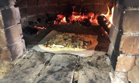 無印良品キャンプ場の石窯でピザを焼く
