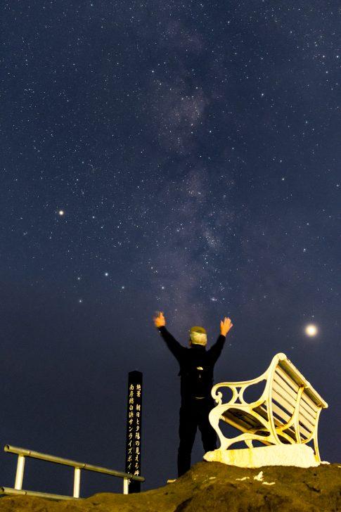 両手を挙げて天の川を撮ってみた