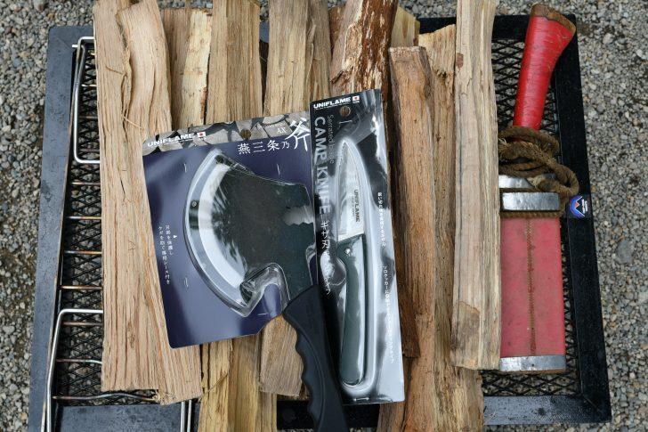 ユニフレームの手斧と古びた鉈で薪割りタイム
