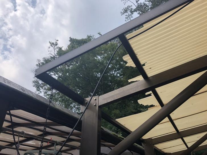 台風15号の強風で破損した屋根