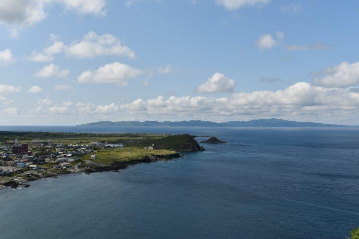利尻島のペシ岬から見える礼文島