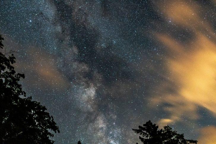 利尻北麓野営場近くの駐車場で星空撮影