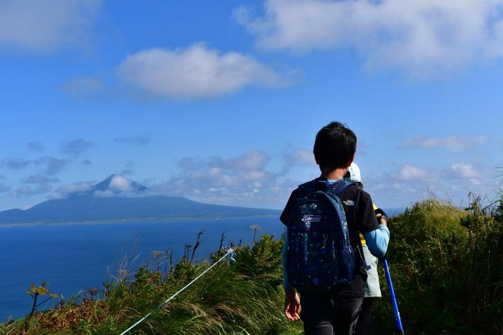 礼文島の桃岩トレッキングコースを歩く