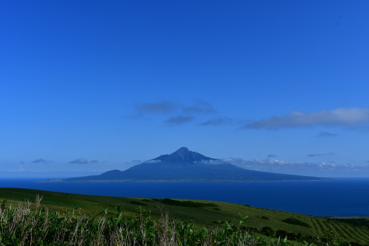 礼文島から見る利尻島の美しいシルエット