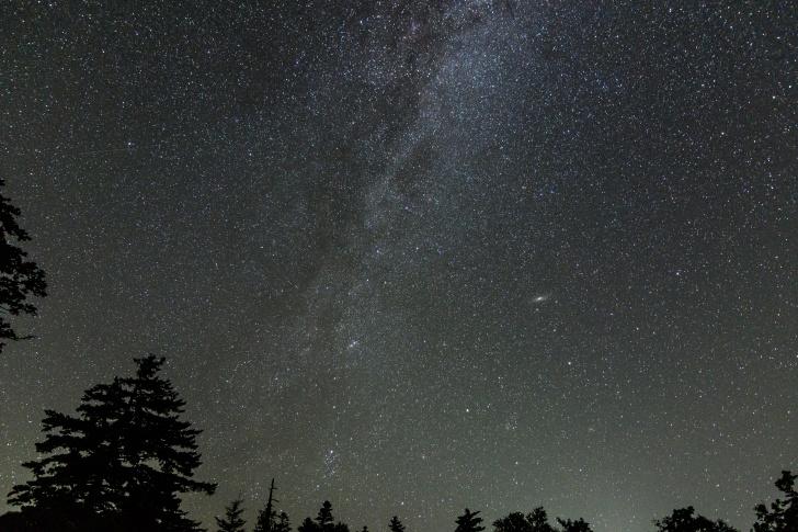 利尻島の姫沼駐車場で見上げた夜空