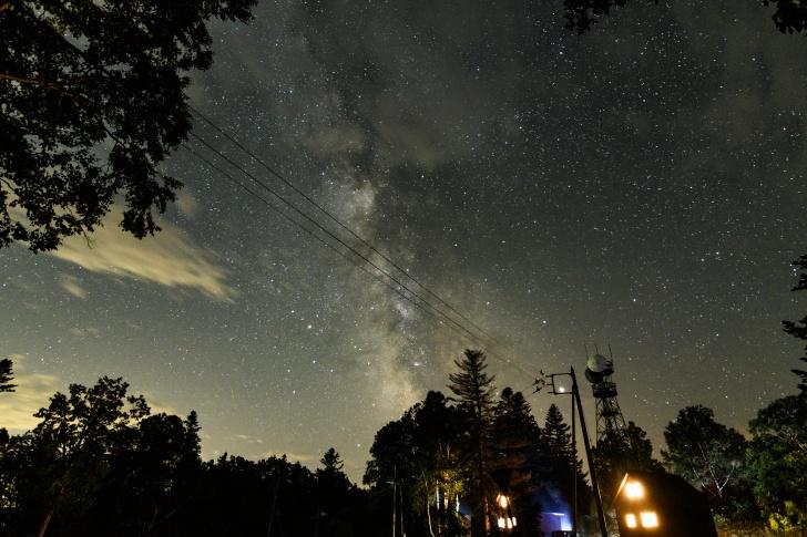 朱鞠内湖第2キャンプ場から管理棟へ向かう途中で天の川撮影